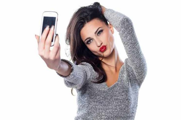 what-does-your-cellphone-use-say-about-you-selfie-smartphone